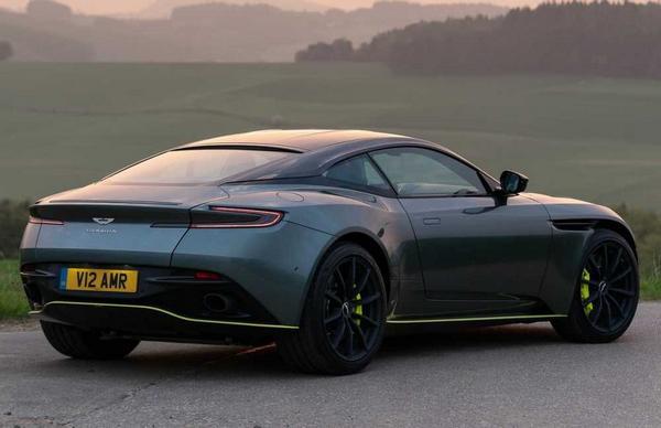 Aston Martin DB10 2021